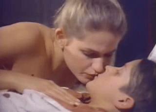 Foto da cena sexual de Xuxa com garoto de 12 anos