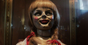 A medonha Annabelle do filme.