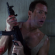 John McClane (Bruce Willis) esperando seu amigão Hans Grubber (Alan Rickman)