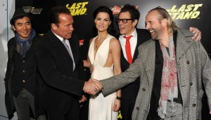 Diretor e elenco principal reunidos na estréia do filme.