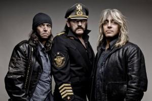 Motörhead (da esq. pra dir.): Phil Campbell (guitarra), Lemmy Kilmister (vocal e baixo) e Mikey Dee (bateria)