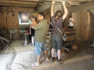 Equipe trabalhando nas filmagens.