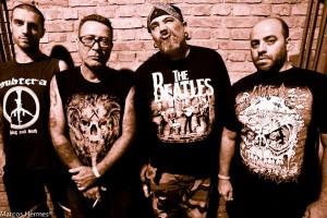 Juninho (baixo), Jão (guitarra), Gordo (vocal) e Boka (bateria): R.D.P.