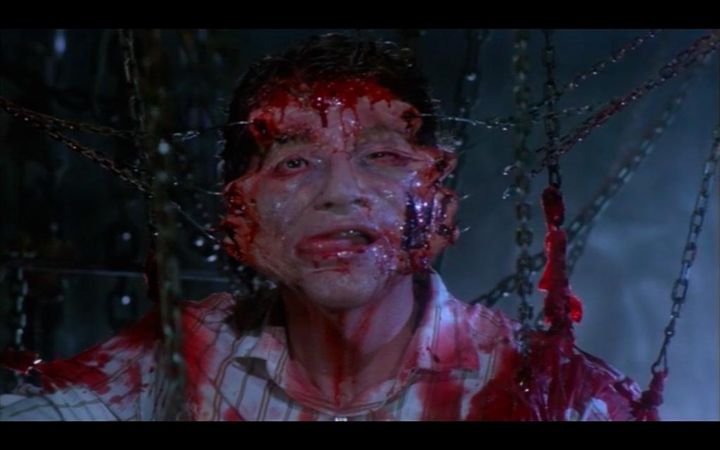 """Uma das cenas mais chocantes de """"Hellraiser - renascido do inferno"""""""