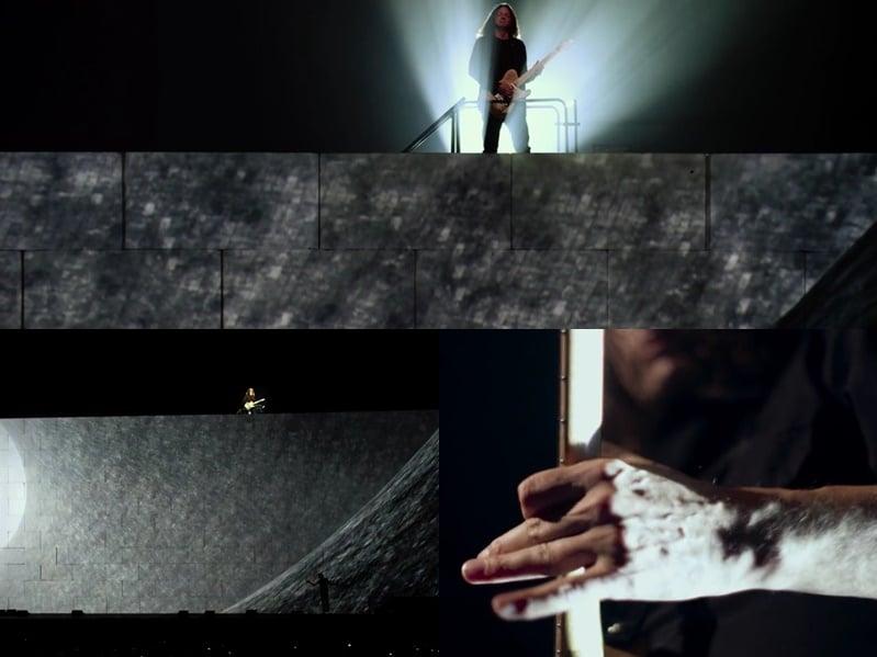 Kilminster executa solo de Comfortably Numb. Sobre a aparição no alto do muro, disse: Ficar de pé no ar sobre uma plataforma oscilante sobre 40 pés, sem cinto de segurança e todo mundo olhando para mim foi realmente muito assustador! Às vezes, se estivesse ventando muito, eu nem pensava sobre o solo. Estava apenas tentando me manter vivo e não cair!