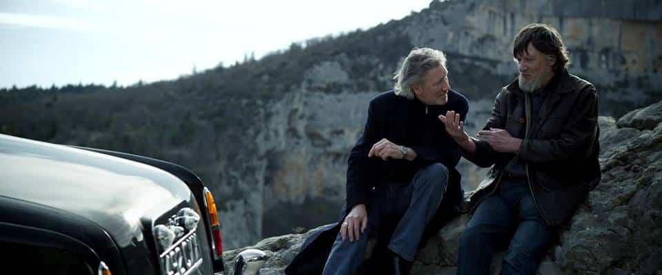 Roger durante sua viagem. Músico seguiu de carro até o cemitério onde seu pai está enterrado.