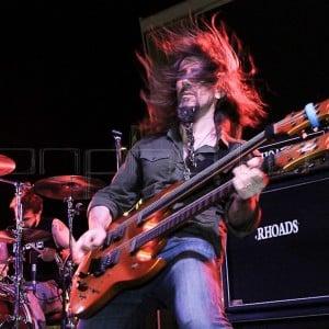 Bumblefoot em ação pelo Metal Allegiance