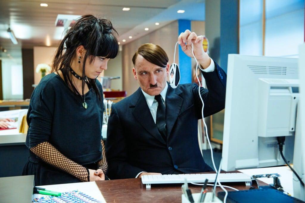 Hitler descobrindo o Google.