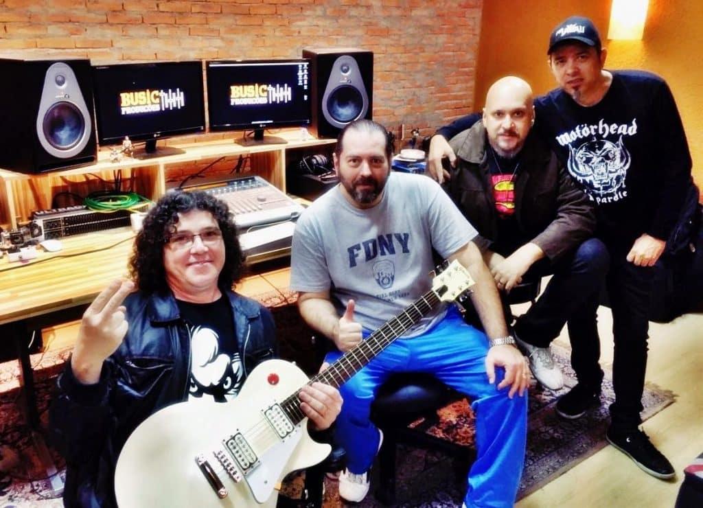 Músicos estão em estúdio trabalhando no novo disco.