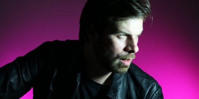 Charly Coombes: lançando CD, músico fala da rotina paulista e referências brasileiras