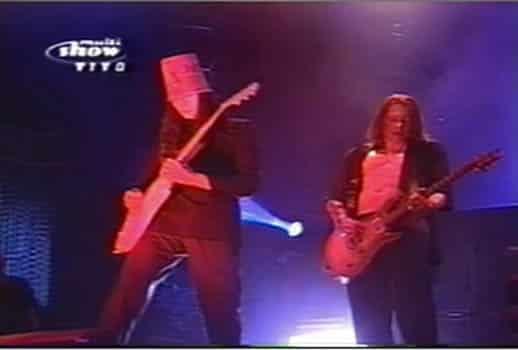 Axl Rose tocando Guitarra