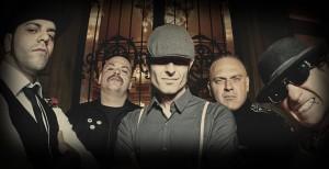 Blind Pigs (da esq. pra dir.): Galindo (baixo), Gordo (guitarra), Henrike (vocal), Arnaldo (bateria) e Fabiano (guitarra)