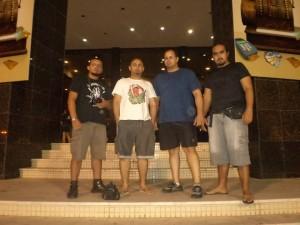 Gstruds (da esq. pra dir.): Carlos (baixo), Luiz (vocal), Paulo (guitarra) e Acácio (bateria). Tia Thrash!