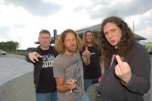 Tankard: Frank (baixo), Andy (guitarra), Olaf (bateria) e Gerre (vocal)