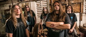 Cannibal Corpse (esq. para dir.): Alex Webster (baixo), Pat O'Brien (guitarra), Rob Barret (guitarra), George Fischer (vocal) e Paul Mazurkiewicz (bateria)