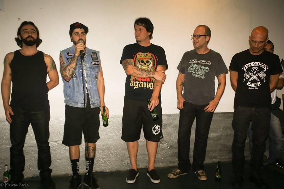 """O baterista Marco Henriques agradecendo a presença do público na noite de lançamento de """"Opressor"""""""