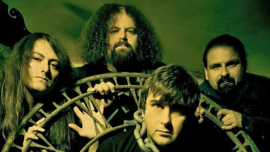 """Napalm Death (em sentido horário): Mitch Harris (guitarra), Shane Embury (baixo), Danny Herrera (bateria) e Mark """"Barney"""" Greenway (vocal)"""
