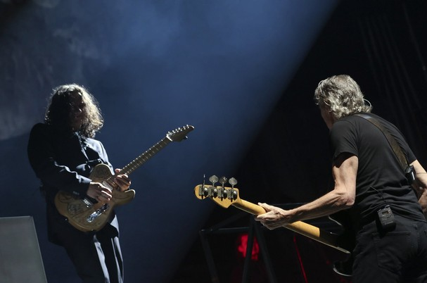 Dave Kilminster e Roger Waters