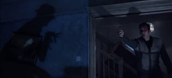 """Brinquedo do """"homem torto"""" foi guardado na sala de artefatos sobrenaturais dos Warren."""