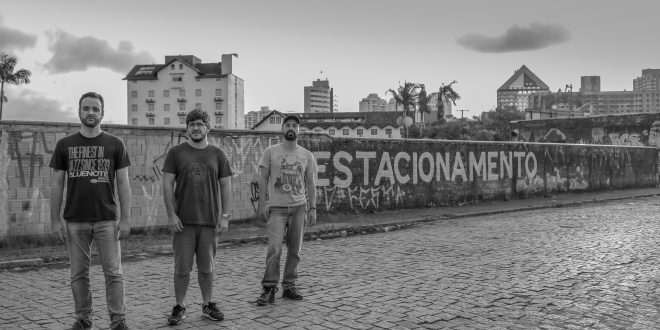 "Somaa lança LyricVideo para ""Animais Domésticos"""