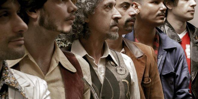"""Em novo videoclipe, Mustache e os Apaches criticam o """"século do ego"""""""