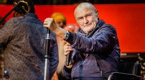 Debilitado, Phil Collins explica se tocará bateria na reunião do Genesis